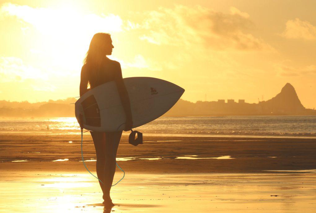 sporten op vakantie surfen