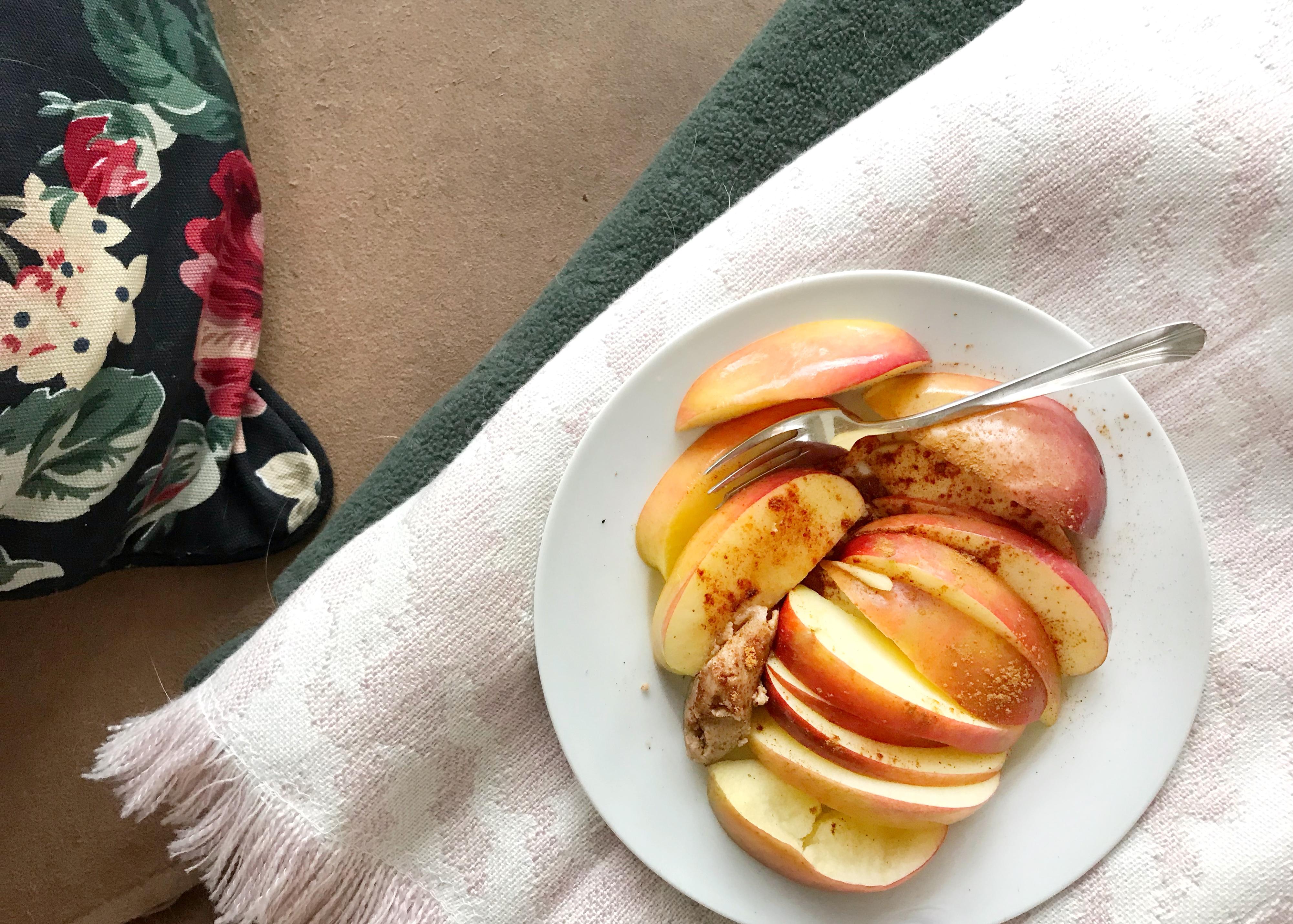 Recept: appel snack met notenpasta & kaneel