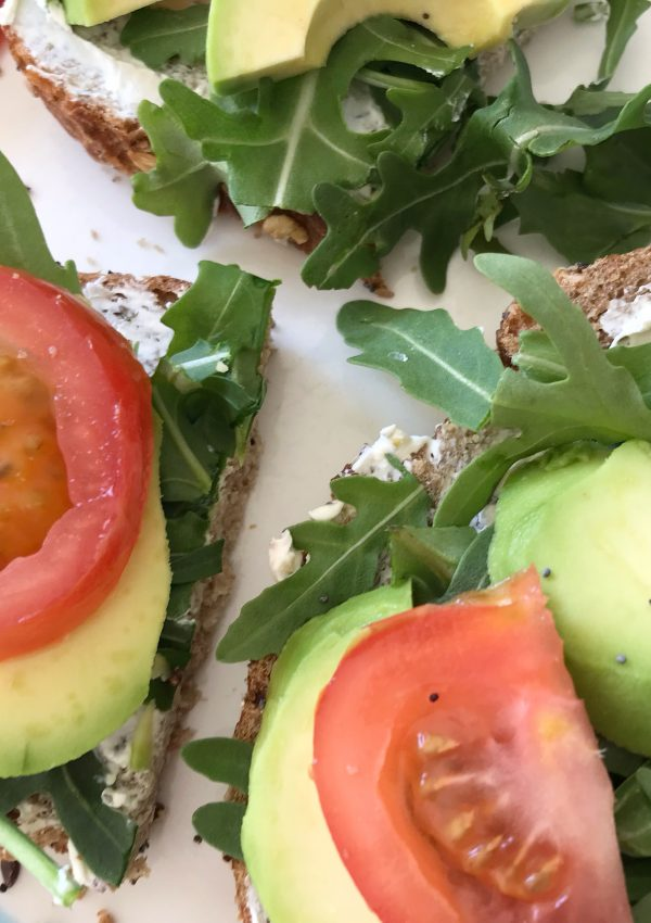 Recept: Toast met avocado en zuivelspread